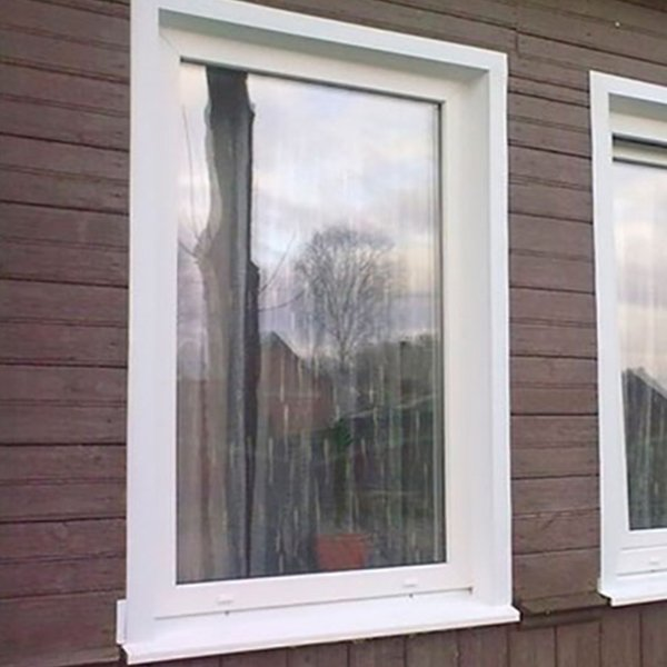 Глухое окно для дачи в стене
