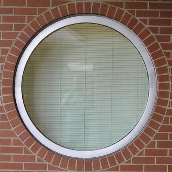 Круглое окно в стене