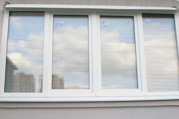 Окно на балкон 1460×2470 мм — четырехстворчатое